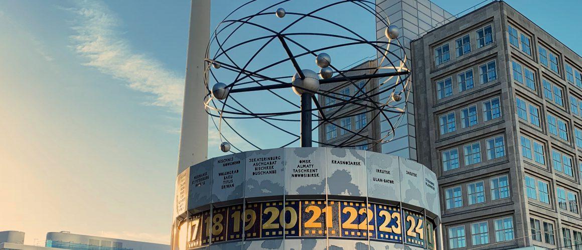 Alexanderplatz worldclock fernsehturm weltzeituhr berlin
